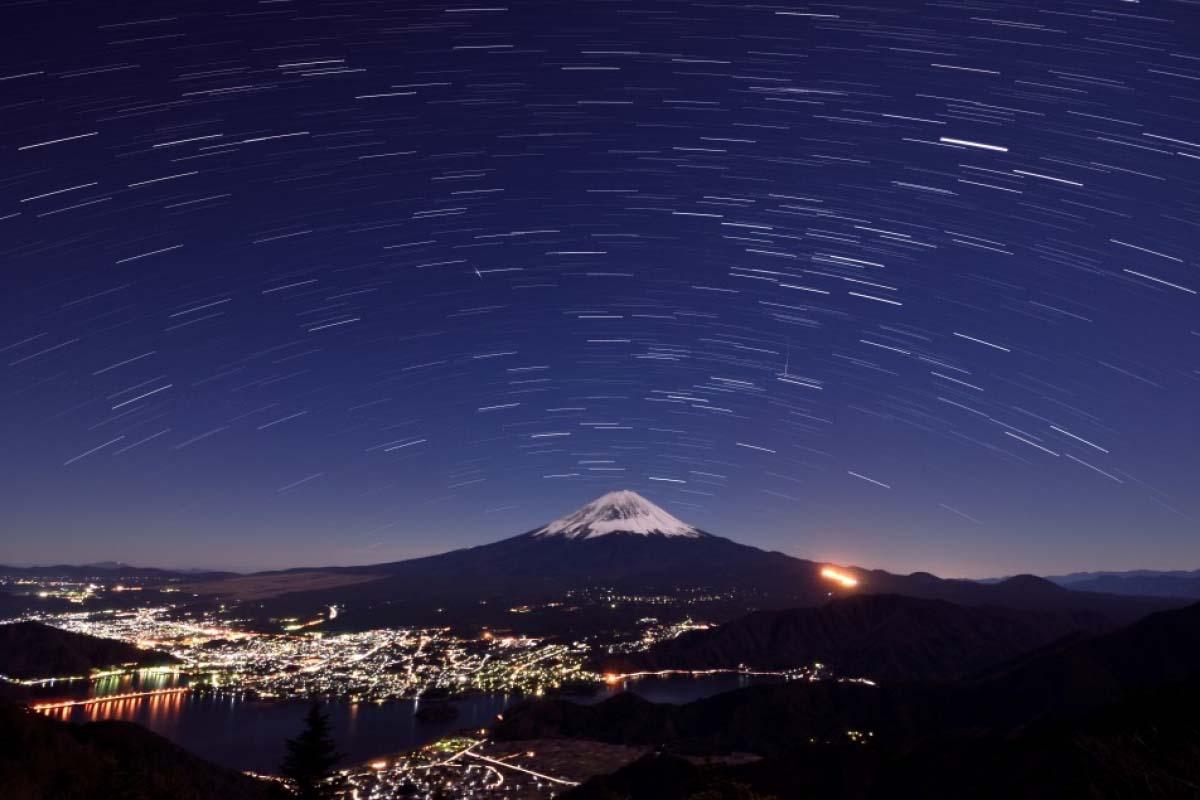 星空 富士山 夜景